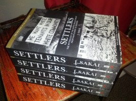 settlers_pile